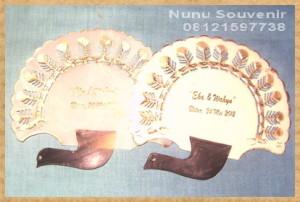 Souvenir Kipas Kulit Model Merak Kecil