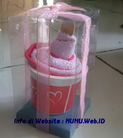 Aneka Towel Cake