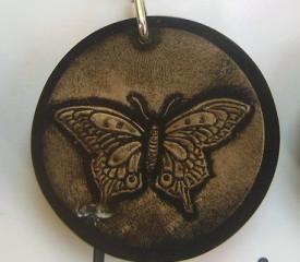 Gantungan Kunci Resin Bulat isi Kupu-kupu