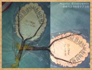 Souvenir Kipas Kulit Model Gunungan